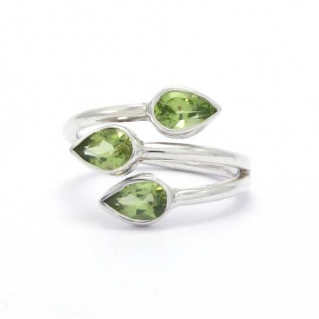 Dainty peridot silver ring